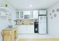 Inspirasi Desain Dapur Putih Bergaya Modern-Klasik, Bersih dan Elegan!