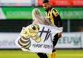 Fan Perempuan Berlari dalam Keadaan Telanjang Gegerkan Seisi Stadion di Liga Belanda