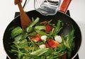Tips Agar Tumis Kangkung Tetap Hijau Warnanya Seperti Restoran