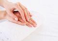 Kulit Tangan Lembut dan Cantik dengan Scrub Alami Lidah Buaya, Coba yuk!