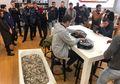 Pemuda Ini Beli  iPhone XS dengan Uang Koin 1 Bak Mandi Gegara Toko Enggan Layani Uang kembalian