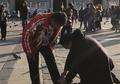 Anak Hotman Paris, Fritz Hutapea Dapat 'Omelan' Saat Mengikat Tali Sepatu Ayahnya! Warganet Salut!