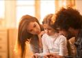 Orangtua Tertangkap Basah Berhubungan Intim Dilihat Anak, Apa yang Harus Dilakukan?