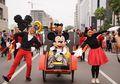 Serunya Merayakan 90 Tahun Mickey Mouse di Car Free Day Jakarta, Mickey Mouse Pakai Batik, lo!