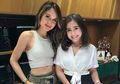 Perlihatkan Keseruan Baking Bareng, Cinta Laura dan Prilly Latuconsina Dibilang Mirip Kakak Beradik!