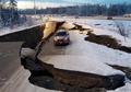 Jalan Terbelah Hingga Bangunan Hancur, Begini Penampakan Kota Alaska Usai Diguncang Gempa 7.0 Magnitudo