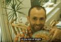 Penasaran Gimana Jadinya Vlog Kalo Ada di Tahun 70-an? Pria Ini Mencoba Membuatnya dengan Kamera 8mm