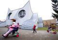 Bangunan TK di Jerman Ini Seperti Kucing Raksasa, Unik Banget!