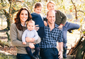 Busana Keluarga Kate Middleton untuk Kartu Ucapan Natal Jadi Sorotan!