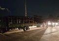 Salah Sasaran, Truk yang Ingin Dibegal Pria Ini Rupanya Isinya Sekelompok Tentara Bersenjata! Netizen Ngakak