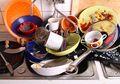 Cara Membersihkan Piring dan Gelas dari Lemak dan Noda Setelah Hari Raya, Mudah Banget!