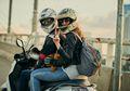Aturan Jadi Pembonceng: Dilarang Pegang Behel Motor, Lebih Baik Pegang Pinggang!