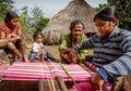 Kisah Tenun dan Komunitas Lakoat Kujawas dari Desa Taiftob NTT