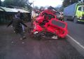 Satu Keluarga Dinyatakan Tewas Setelah Mobilnya Terjepit Truk di Tanjakan Maut