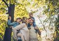 Ini Dia 5 Ciri Keluarga Bahagia Bak Keluarga Cemara, Sudahkah Terjadi di Keluarga Kita?