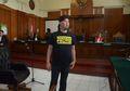 Pakai Kaos Tahanan Politik, Begini Foto-foto Ahmad Dhani dalam Sidang di Surabaya yang Dikawal 400 Personel