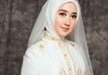 Stunning Buat Kondangan, Ini 7 Ide Outfit Glamor Dian Pelangi Bahan Kain Songket Palembang