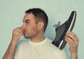 6 Cara Cegah Sepatu Bau Bagi yang Nggak Betah Pake Kaos Kaki