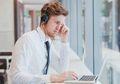 Mendengarkan Musik Saat Bekerja Justru Menghambat Kreativitas?