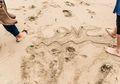 Wisatawan yang Menulis di Pasir Pantai Jepang Akan Dikenakan Denda