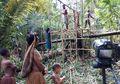 Belajar Tentang Perbedaan dari Suku Korowai di Papua