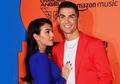 Tampilan Langka Pacar Ronaldo, Sumringah Pegang Raket dan Shuttlecock