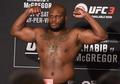 Brutal! Petarung UFC Ini Ludahi Makanan Rivalnya