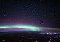 Foto Terbaru dari Antariksa Tunjukkan Dua Fenomena Menakjubkan di Atmosfer Bumi