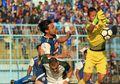 Video - Gol Berkelas Striker Tertukar Arema FC, Hamka Hamzah Kolongi Kiper Lawan
