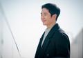 Enggak Ada Obat! 5 Seleb Korea Ini Terlihat Cool Banget Pakai Setelan Jas di Drama Korea