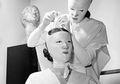 12 Perawatan Kecantikan Ini Terlihat Seperti Adegan di Film Horor