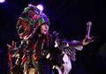 Karen O Ajak Duet Vokalis Vampire Weekend Nyanyikan The Moon Song