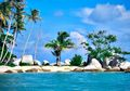 Main Yuk ke Pantai Tanjung Kelayang, Pantai Paling Instagrammable di Belitung. Biayanya Murah Kok!