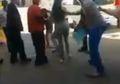 (Video) Saat Kerumunan Massa Kelilingi dan Tarik Wanita yang Pakaiannya Dianggap dapat Memicu Skandal