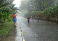 'Jangan Main Hujan-hujanan, Nanti Kena Flu, Lo….', Haruskah Larangan Tersebut Dipatuhi?