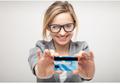 5 Manfaat Kartu Kredit yang Belum Mama Tahu