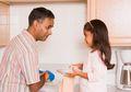 Cuci Piring dengan Tangan, Anak Lebih Kebal Alergi