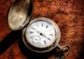Mengapa Jarum Jam Berputar ke Arah Kanan?
