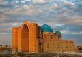 Mausoleum Khoja Ahmad Yasawi, Penghormatan Sang Penakluk Kepada Sang Pujangga Kazakstan