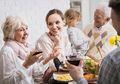 Pasangan yang Tinggal Bersama Mertua, Memiliki Anak Lebih Sedikit?