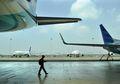 Mitos Harga Tiket Pesawat: Kapan Waktu Membeli yang Tepat?
