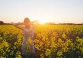 Berjemur Sinar Matahari Pagi Bantu Turunkan Berat Badan