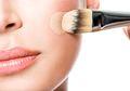 Pantas Saja Makeup Tak Sempurna, Inilah 4 Kesalahan Saat Menggunakan Alas Bedak yang Sering Kita Lakukan