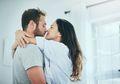 Duh, 7 Penyakit Ini Bisa Tertular dari Berciuman! Hati-hati, ya!