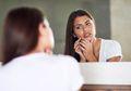 Jangan Dipakai Lagi, 5 Kandungan dalam Skincare Ini Bisa Bikin Wajah Bruntusan