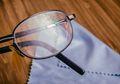Jangan Buru-Buru Diganti, Begini Cara Hemat Membersihkan Lensa Kacamata yang Tergores Agar Kembali Kinclong