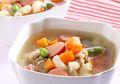 Semangkuk Sup Sosis Makaroni Mini Ini Mampu Menghangatkan Suasana Sahur
