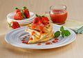 Jangan Lewatkan Waffle Saus Stroberi untuk Sarapan Nikmat