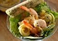 Ingin Sarapan Lezat Sekaligus Sehat? Sajikan Saja Salad Pasta Udang Ini