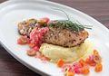 Salmon Steak Olive Lemon, Sajian Mewah Ala Hotel Bintang 5 yang Bisa Kita Buat di Rumah